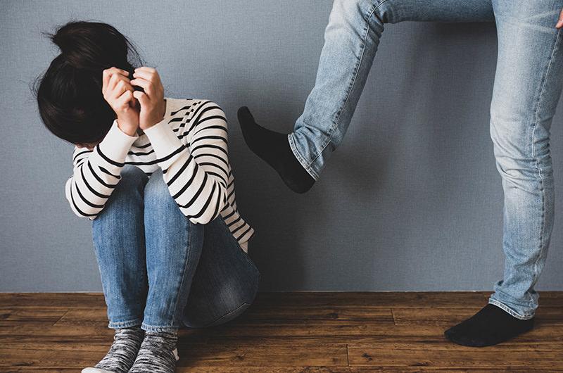 配偶者などから受ける身体的・精神的暴力のこと